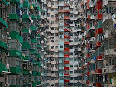 German photographer Michael Wolf captures the ageing high-rise culture of Hong Kong, which has more buildings over tall than any other city in the world. The modern face of Hong Kong was formed, like New York and Chicago, by a fire. Lombok, Hong Kong Architecture, Architecture Design, Geometry Architecture, Architecture Today, Chinese Architecture, Beautiful Architecture, Michael Wolf, World Press Photo