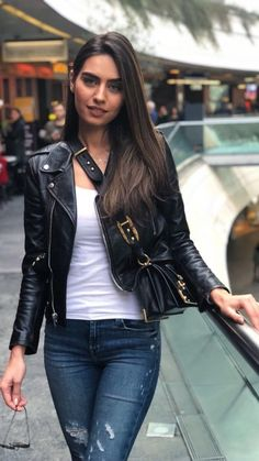 Image discovered by Find images and videos about amine gulse on We Heart It - the app to get lost in what you love. Iranian Beauty, Turkish Beauty, Stylish Girl Images, Brunette Beauty, Turkish Actors, Girls Image, Foto E Video, Gorgeous Women, Casual Chic