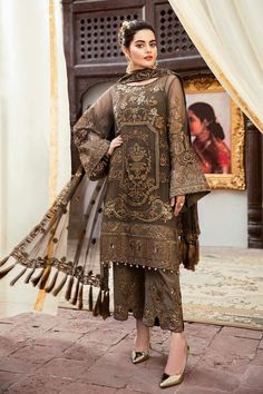 Imrozia Grandeur Ecstasy Luxury Eid Chiffon Collection 2019 – 702 The Aurum Entourage - Pakistani dresses Pakistani Fashion Party Wear, Pakistani Formal Dresses, Pakistani Dress Design, Pakistani Designers, Pakistani Outfits, Indian Outfits, Indian Fashion, Pakistani Kurta Designs, Pakistani Casual Wear
