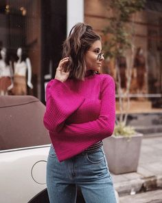 Pink + jeans para se inspirar. Instagram: @viihrocha #pink #jeans #lookdodia Looks Style, My Style, Look Rose, Victoria, Insta Photo Ideas, Pink Jeans, Foto Pose, Amazing Pics, Selfie