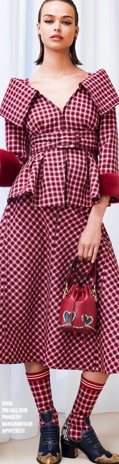 Fendi Pre-Fall 2018 - Minus the socks please! Fashion 2018, High Fashion, Luxury Fashion, Fashion Show, Womens Fashion, Fashion Design, Fashion Trends, Color Fashion, Milan Fashion