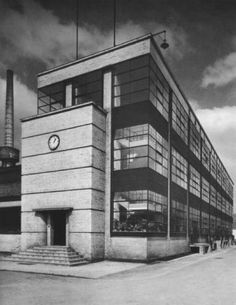 Architecture by Walter Gropius and Adolf Meyer, ca 1911, Fagus-Werk Factory, Alfeld an der Leine, Bauhaus Archive / Museum of Design, Berlin. Photo Hans Wagner.