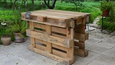 Picture of Workbench made with 3 pallets, no tools, no nails, no screws. W would use as outdoor kitchen space- make the empty part of pallet into shelves We got an idea to make a workbench from pallet wood. Pallet Crafts, Diy Pallet Projects, Pallet Ideas, Wood Projects, Woodworking Projects, Pallet Workbench Ideas, Woodworking Shop, Garage Workbench, Pallet Designs