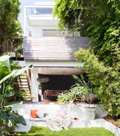 Real Living website - love the look of this garden