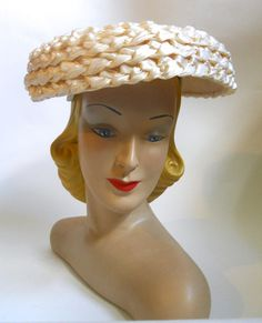 Wide Weave Ivory Straw Clamshell Hat w/ Faux Pearls circa 1950s Fashion, Disney Characters, Fictional Characters, Weaving, Pearls, Disney Princess, Hats, Headpieces, Vintage