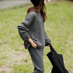 『VERY』が選ぶvol.1 子連れでも女っぽい公園ニットは、ゆるさが味方|Today's Pick Up|ユニクロ