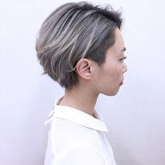 HAIR(ヘアー)はスタイリスト・モデルが発信するヘアスタイルを中心に、トレンド情報が集まるサイトです。20万枚以上のヘアスナップから髪型・ヘアアレンジをチェックしたり、ファッション・メイク・ネイル・恋愛の最新まとめが見つかります。 Short Silver Hair, Chic Short Hair, Asian Short Hair, Asian Hair, Short Hair Cuts, Inspo Cheveux, Bob Hair Color, Tomboy Hairstyles, Shot Hair Styles