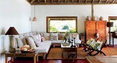 Em meio a escolhas simples, na praia baiana de Caraíva, casal decide que uma cabana seria o bastante para viver uma nova história. Madeira de demolição, fibras naturais e um belo jardim definem o espaço