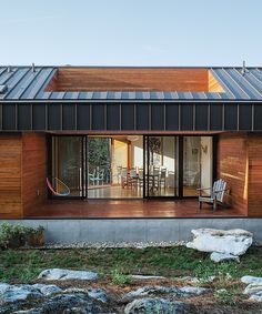 Tennessee cabin with porch and a natural hardscape