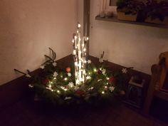 Weihnachtsdeko, im Holztrog mit 3 Birkenstämmchen, Sternenkette, Tannengrün und weiße Sterne Christmas Tree, Holiday Decor, Home Decor, Birch, Stars, Teal Christmas Tree, Decoration Home, Room Decor, Xmas Trees