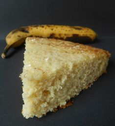 A very mellow cake with banana . - Dessert Recipe: Easy banana cake by Lacuillereauxmilledelices Healthy Fruit Desserts, Clean Eating Desserts, Sweet Desserts, Healthy Breakfast Recipes, Easy Desserts, Dessert Cake Recipes, I Foods, Food And Drink, Banane Plantain