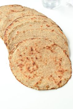 LOW CARB TORTILLAS are keto wraps with 3.8 g net carbs. An easy 5 ingredients recipe. #lowcarbtortillas #almondflour #ketotortillas #almondflourtortillas #bestlowcarbtortillas #lowcarbtortillasrezepte #homemadelowcarbtortillas #veganlowcarbtortillas #5ingredientsrecipe #veganketorecipe #ketovegan #ketowraps #ketobread