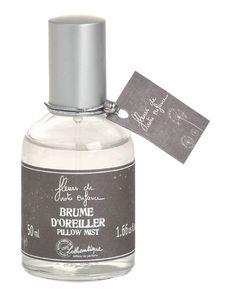Brume d'oreiller Quelques pulvérisations sur l'oreiller suffisent à émerveiller vos rêves enchantés d'un délicat parfum de fleurs sauvages. http://www.boutique-lothantique.com/