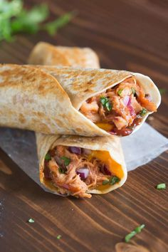 My family loves these Crispy BBQ Chicken Wraps, and I love that they're such an easy dinner to make! Think all of the yummy, cheesy goodness of a BBQ chicken pizza, toasted in a crispy wrap. Who needs (Chicken Wraps) Think Food, Love Food, Dinners To Make, Easy Meals, Bbq Chicken Wraps, Healthy Chicken Wraps, Bbq Chicken Quesadilla, Chicken Works, Chipotle Chicken