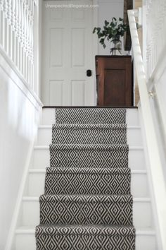 How to Replace Carpet with an Inexpensive Stair Runner - teppich Painted Stairs, Wood Stairs, Basement Stairs, House Stairs, Flooring For Stairs, Garden Stairs, Laminate Stairs, Entryway Stairs, Colores Paredes