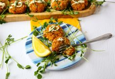 Crab Cake Calories, Yummy Appetizers, Appetizer Recipes, Fresh Chives, Cajun Seasoning, Crab Cakes, Low Carb Recipes, Seafood, Meals