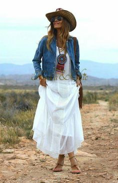 Dress summer casual boho hippie ideas for 2019 Hippie Mode, Moda Hippie, Mode Outfits, Chic Outfits, Fashion Outfits, Gypsy Style, Bohemian Style, Hippy Chic Style, Boho Chic