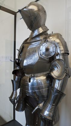 Field Armor made in Nuremberg Germany 1540 CE with modern alterations including breastplate engraving (2)