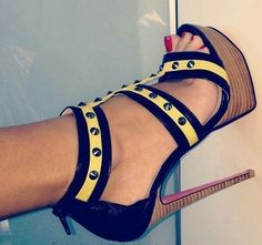 Discovered by zeina. Find images and videos about fashion, shoes and girly on We Heart It - the app to get lost in what you love. Fab Shoes, Cute Shoes, Me Too Shoes, Sexy High Heels, Hot Heels, Black Heels, Look Fashion, Fashion Shoes, Shoes