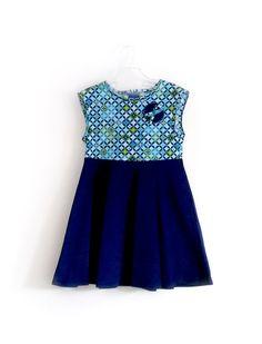 Robe bleue royal en velours et coton imprimé par GabardineCouture Blue rétro pop dress with cobalt blue velvet