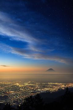 plasmatics-life:  NightView of Fuji and Star by Jirat Srisabye | (Website)