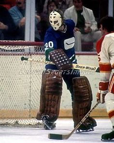 Ed Dyck Photo Vancouver Canucks Nhl Hockey Teams, Hockey Goalie, Hockey Games, Hockey Players, Ice Hockey, Canada Hockey, Goalie Mask, Wayne Gretzky, Best Masks