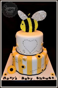 """I like the cake but not the bee on top. Maybe it should have """"what will it bee?"""" Written on top instead for a gender surprise! Pretty Cakes, Beautiful Cakes, Amazing Cakes, Cupcakes, Cupcake Cakes, Baby Shower Cakes Pictures, Bee Cakes, Biscuits, Just Cakes"""