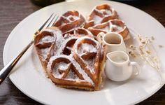 author: kvitochka / size: 2048x1321 / tags: dessert, waffles, powdered sugar, heart, gravy boats