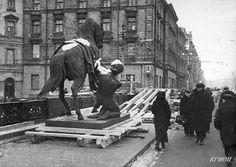 Saving sculptures from Nazi bombs