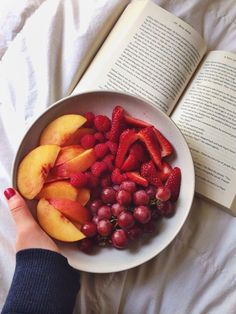 Yummy Berry Watermelon Fruit Salad & The End of Summer Fork Knife Swoon healthy snacks Berry Fork Fruit Knife Salad Summer Swoon Watermelon Yummy Think Food, Love Food, Healthy Snacks, Healthy Eating, Healthy Recipes, Fruit Snacks, Healthy Fruits, Kids Fruit, Baby Fruit