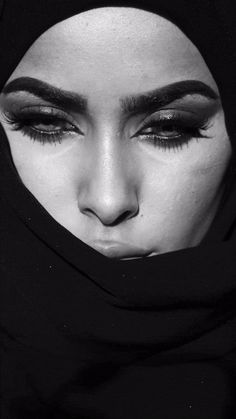Animated gif shared by Jeanette Grabe. Find images and videos about photography, gif and inspiration on We Heart It - the app to get lost in what you love. Arabian Makeup, Arabian Beauty, Black Hijab, Arabian Women, Makeup Mistakes, Girl Hijab, Oriental Fashion, Oriental Style, Schmuck Design