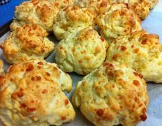 I love making these cheese scones to have with soup Thermomix Scones, Thermomix Desserts, Gf Recipes, Snack Recipes, Cooking Recipes, Scone Recipes, Bellini Recipe, Cheese Scones, Savoury Baking
