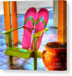 You can enhance the natural beauty of your home with beach house decorating ideas. Coastal Decor like beach art and furniture. Beach Furniture, Funky Furniture, Painted Furniture, Painted Wooden Chairs, Unusual Furniture, Beach Cottage Decor, Coastal Decor, Flip Flop Craft, Wooden Ladder