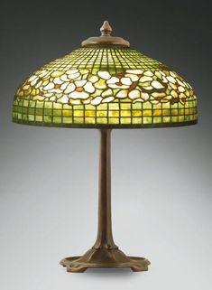 """Louis Comfort Tiffany - Lampe aux """"fleurs de cornouiller roses"""""""