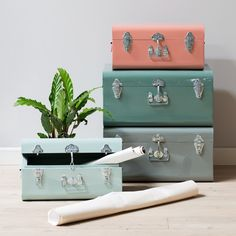 Anna plans to fill the metal suitcases with memories from past travels. What will you store in them? Available in two sizes (44x21x27cm and 52x26x41cm), prices from DKK 298,00 / SEK 398,00 / NOK 428,00 / EUR 40,28 / ISK 8926,00 / GBP 39,90