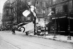 Guerre 14-18 - Chute d'un avion rue d'Alésia, à Paris, le 06 avril 1917