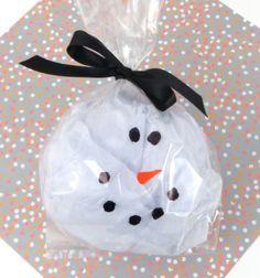 Easy snowman gift bag tutorial / Egyszerű hóemberes ajándék csomagolás celofánnal és fehér papírral /  Mindy -  creative craft ideas