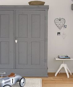 grey painted wardrobe - beautiful matt finish lovingly repinned by www.skipperwoodhome.co.uk