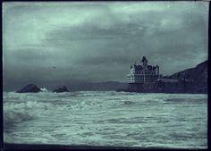 Cliff House, California - Photo of Howard Rugg Cliff House San Francisco, Cheap Motels, San Francisco Earthquake, Dramatic Photos, Season Of The Witch, Historical Images, Short Trip, Grand Hotel, Ocean Beach