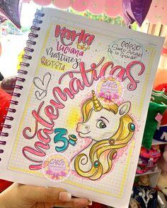 "139 Me gusta, 0 comentarios - 💫Empresa Cucuteña✨ (@caritotiendaderegaloscucuta) en Instagram: ""🖌 📚🔶ʟʟᴇɢᴏ ʟᴀ ᴛᴇᴍᴘᴏʀᴀᴅᴀ ᴇsᴄᴏʟᴀʀ🔸✏️ ✨ⓘⓝⓘⓒⓘⓐ ⓣⓤ ⓐñⓞ ⓒⓞⓝ ⓜⓤⓒⓗⓞ ⓢⓣⓘⓛⓞ . . 📚Trae tus cuadernos y deja…"" Girls Rolling Backpack, Unicorn Drawing, Cartoon Quotes, Card Drawing, Bullet Journal Ideas Pages, Border Design, Cute Bunny, Diy Paper, Art Sketches"