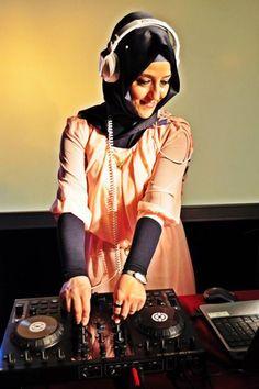 Hijabi Muslim Girls, Muslim Women, Turban, Modest Fashion, Hijab Fashion, Muslim Images, Modest Dresses Casual, Hijabi Girl, Islamic Fashion