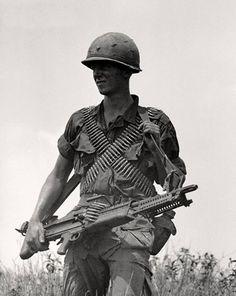 U.S. soldier with M60 - Vietnam War