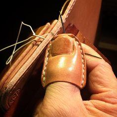 """1,431 Likes, 89 Comments - Daisuke Uchimura (@daisukenshin) on Instagram: """"Hand Sewing Leather 黒い鞄の時のダメージが 親指に残っていて 針を握れないので 指サックを作りました 分かっています 爪の細工は余計です でも遊び心は大切 #leather…"""""""