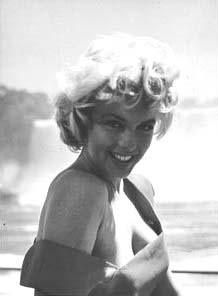 You just make me smile every time I think of you! ❤ Marilyn Monroe ~*❥*~❤ Jock Carroll-it's tiny but i love it. Marilyn Monroe-rare-during filming of Niagara. Marilyn Monroe Photos, Marylin Monroe, Jock, Pin Up, Believe, Norma Jeane, Old Hollywood, American Actress, Movie Stars