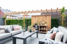 Choose the original Mobilane Green Screen for a natural privacy boundary. Terrace Design, Garden Design, Sloped Garden, Pergola Designs, Private Garden, Garden Inspiration, Home And Garden, Outdoor Structures, Patio