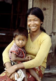 A Vietnamese mother with child in a refugee camp on Koh Paed Island. 01/01/1978. Koh Paed, Laeom Sing, Thailand. UN Photo/Saw Lwin.
