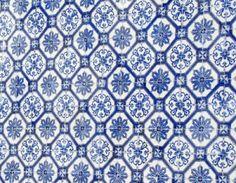 historische Fliesen mit floralem Muster