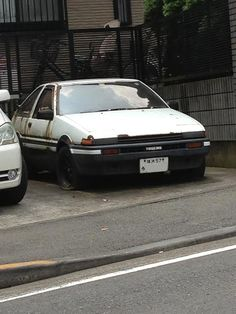 Toyota Sprinter Trueno 3 portes 1600GT apex Japanese Cars, Vintage Japanese, Ae86, Toyota Cars, Retro Cars, Rc Cars, Land Cruiser, Abandoned, Classic Cars