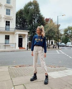 Bershka Darted Harem Trousers of Olivia Frost on the Instagram account of Grunge Look, Soft Grunge, Retro Outfits, Cute Casual Outfits, Outfits Winter, Mode Streetwear, Look Cool, Slytherin, Aesthetic Clothes