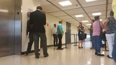RT @cynthia_lope: Personas q esperan para entrar a la sala 403....